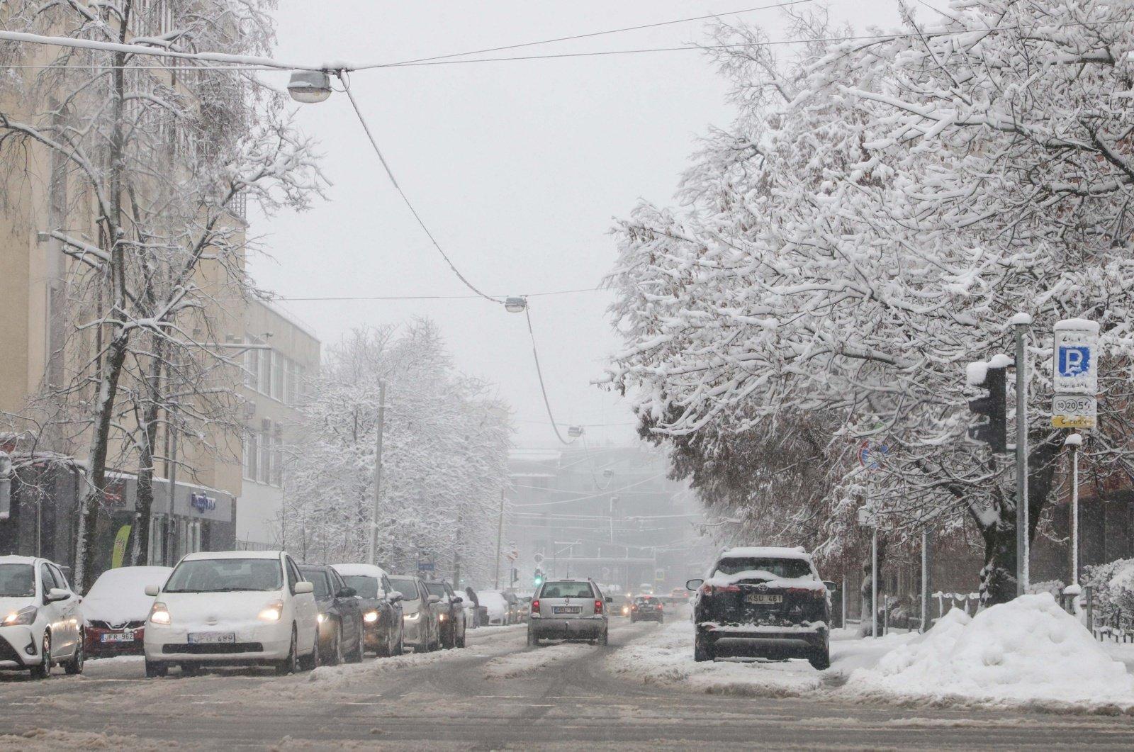 Keliuose yra slidžių ruožų, sudėtingiausios eismo sąlygos Alytaus rajone