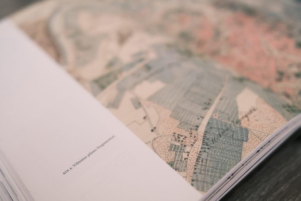 Vasaris kviečia pažinti Vilnių per literatūrą: naujas maršrutas ir knygų rekomendacijos