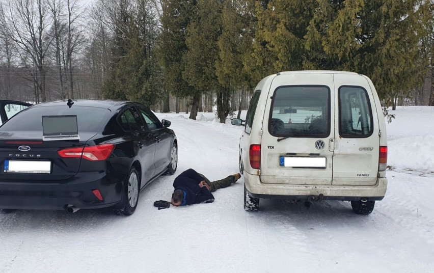 Telšių pareigūnų stabdomas vairuotojas nestojo: bėgo nuo policijos, tačiau pasprukti nepavyko (vaizdo įrašas)