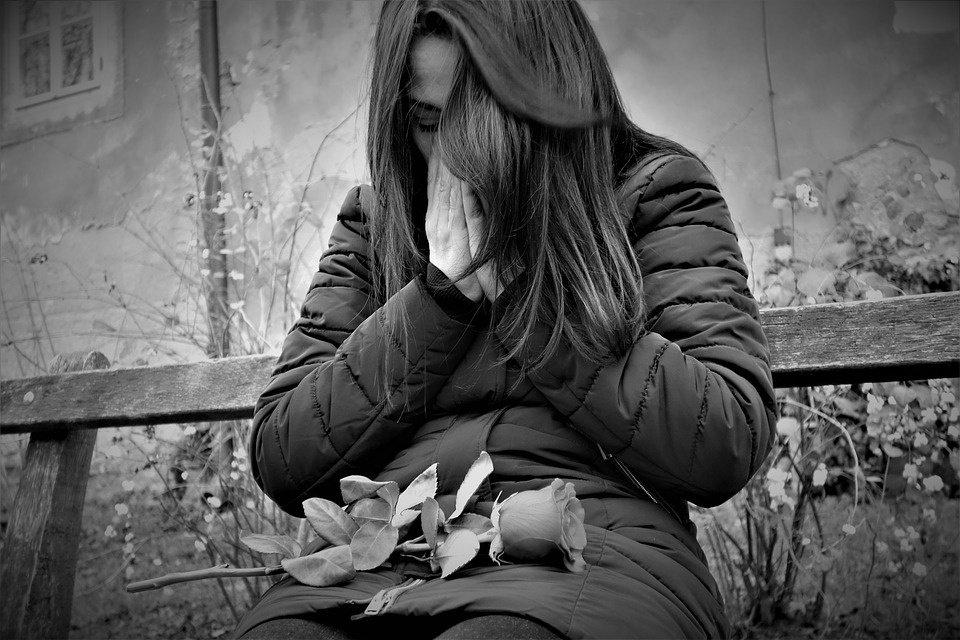 Keturmetė žaisdama netyčia pasismaugė: kenčiančią motiną visi kaltina dėl vaiko mirties