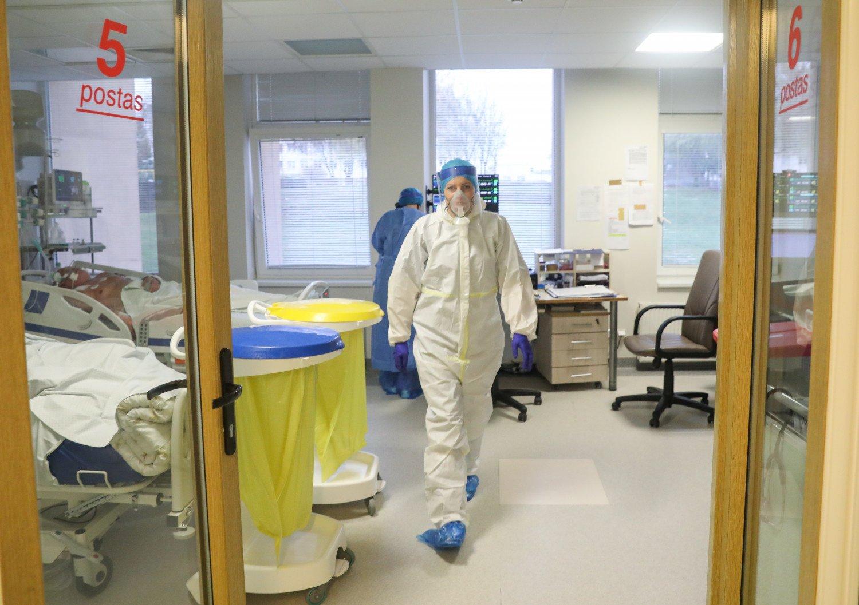 NVSC: koronaviruso atvejai fiksuoti gamybos įmonėse, ugdymo įstaigose, ligoninėse ir bibliotekose