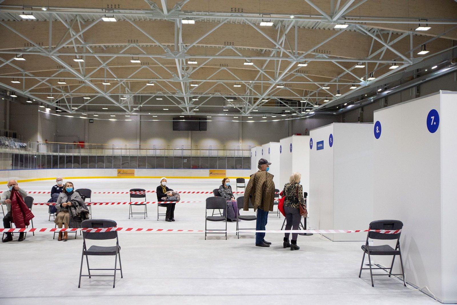 Darbą pradeda didžiausias vakcinavimo centras Lietuvoje – Kauno ledo rūmai