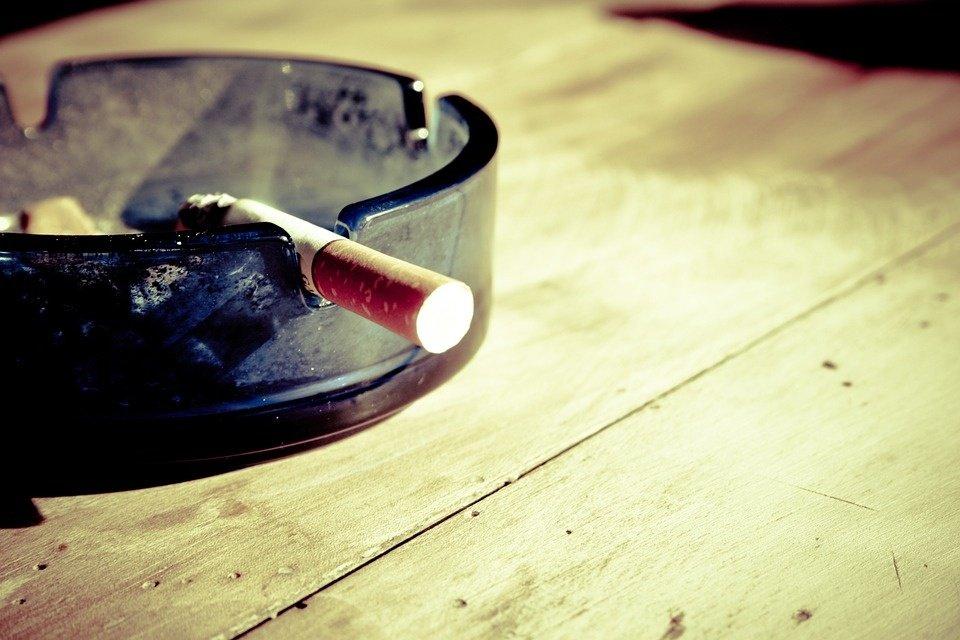 Ekspertai apie alternatyvias rūkymo priemones: galėtų tapti įrankiu mesti rūkyti pakopomis