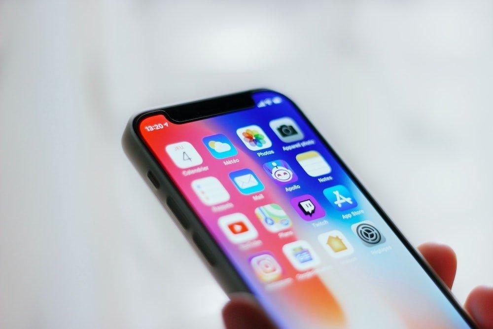 """Negirdėti """"iPhone 12"""" triukai: nuo kūdikio verksmo atpažinimo iki realistiško akių kontakto vaizdo skambučiuose"""