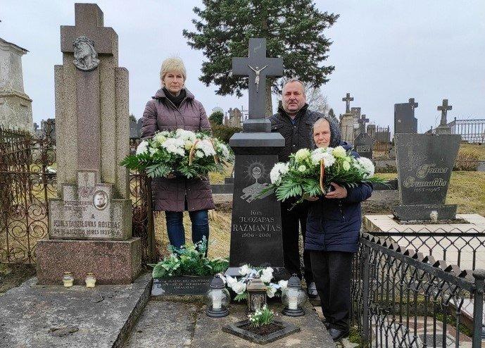 Aplankytas Kelmės rajono garbės piliečio kapas