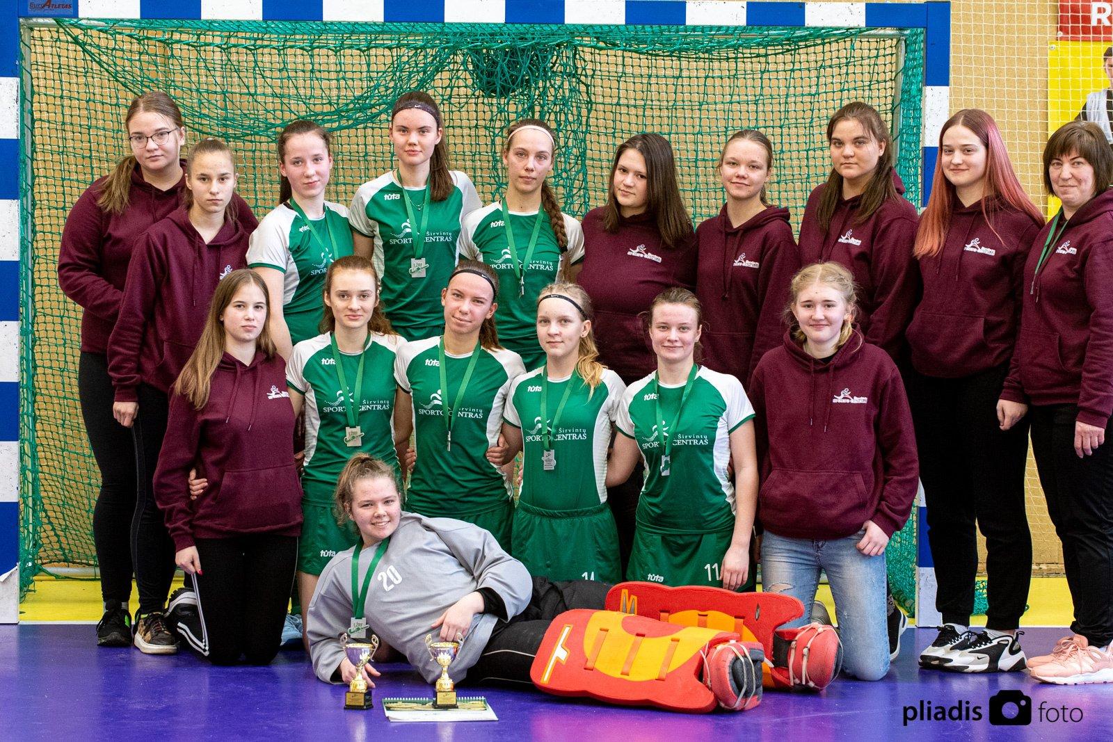 """Širvintų """"SC–Intos"""" komandos merginos laimėjo sidabro medalius"""
