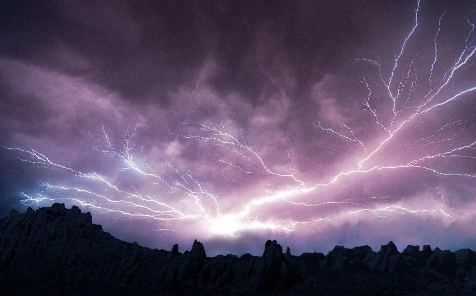 Klimato kaita Arktyje gali padvigubinti žaibų iškrovų skaičių