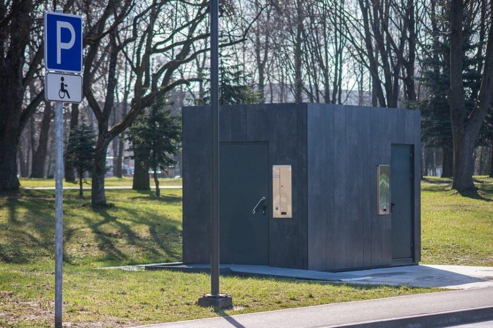 Panevėžyje atnaujintame parke tualetų dar teks palaukti