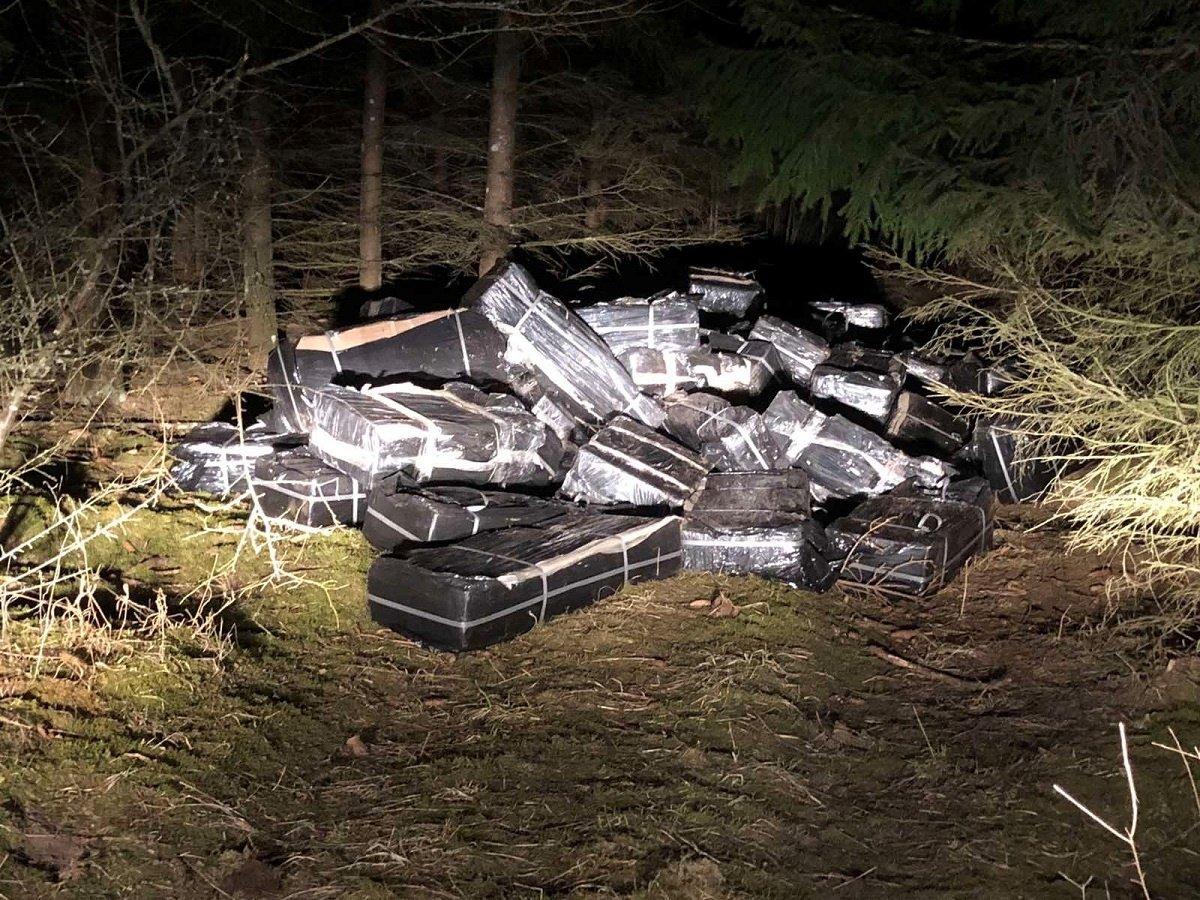Prie geležinkelio Radviliškio rajone aptikta kontrabandos už 167 tūkst. eurų