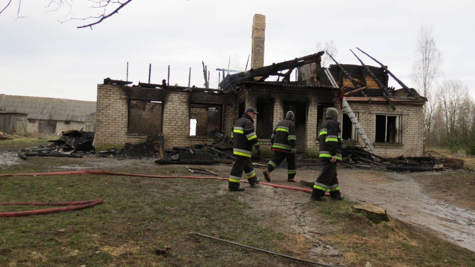 Kavarsko seniūnijoje per gaisrą žuvo 4 žmonės, 3 iš jų – vaikai