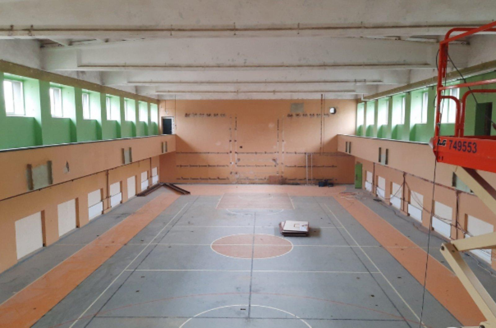 Tauragės Martyno Mažvydo progimnazijoje atnaujinama sporto salė