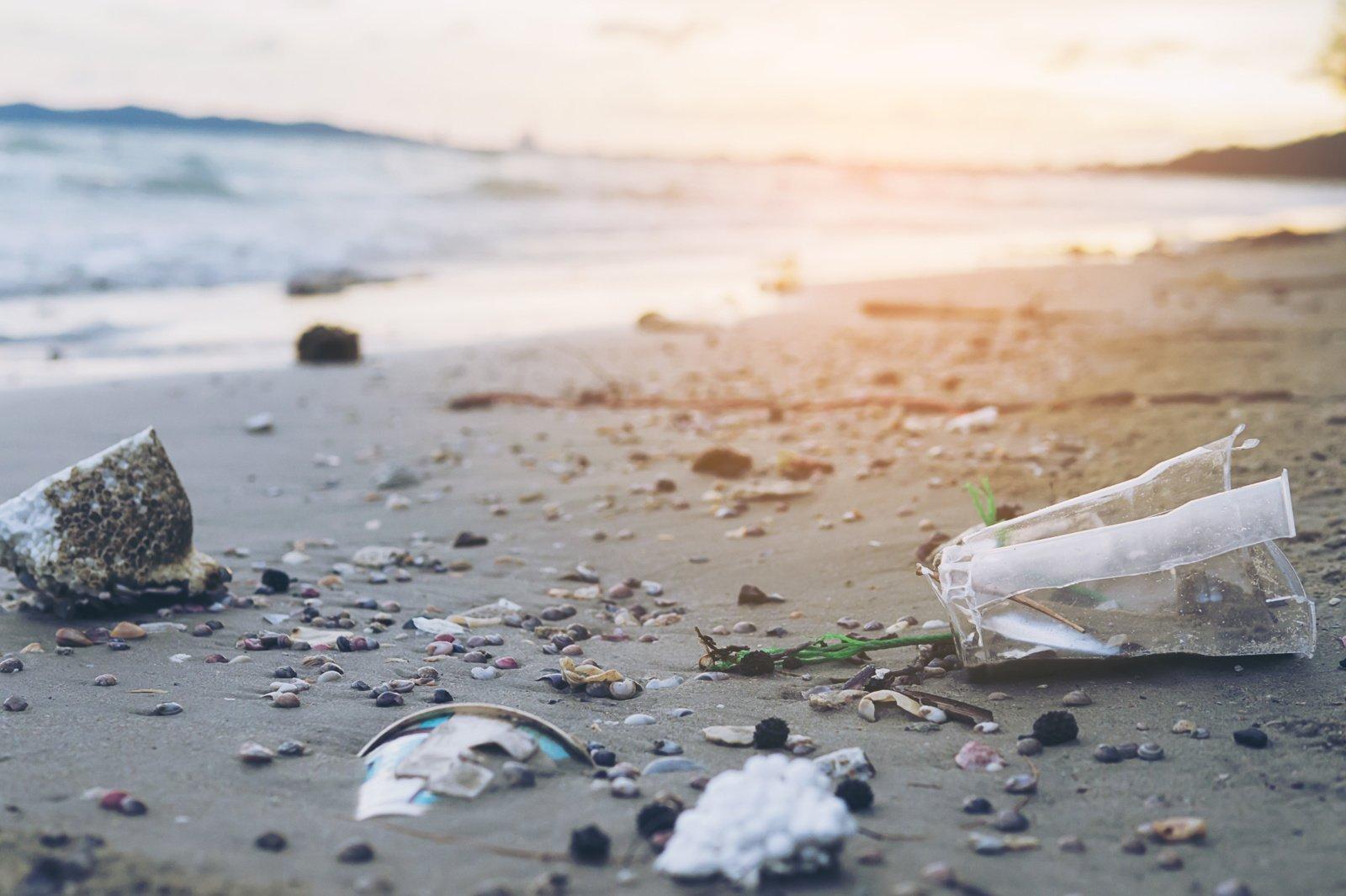 Plastiko dalelių daugėja visame pasaulyje: plinta vandenynais ir oru