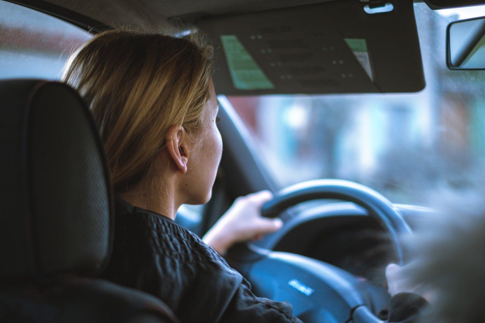 Keisčiausi vairavimo įstatymai pasaulyje: nuo juokingų iki absurdiškų