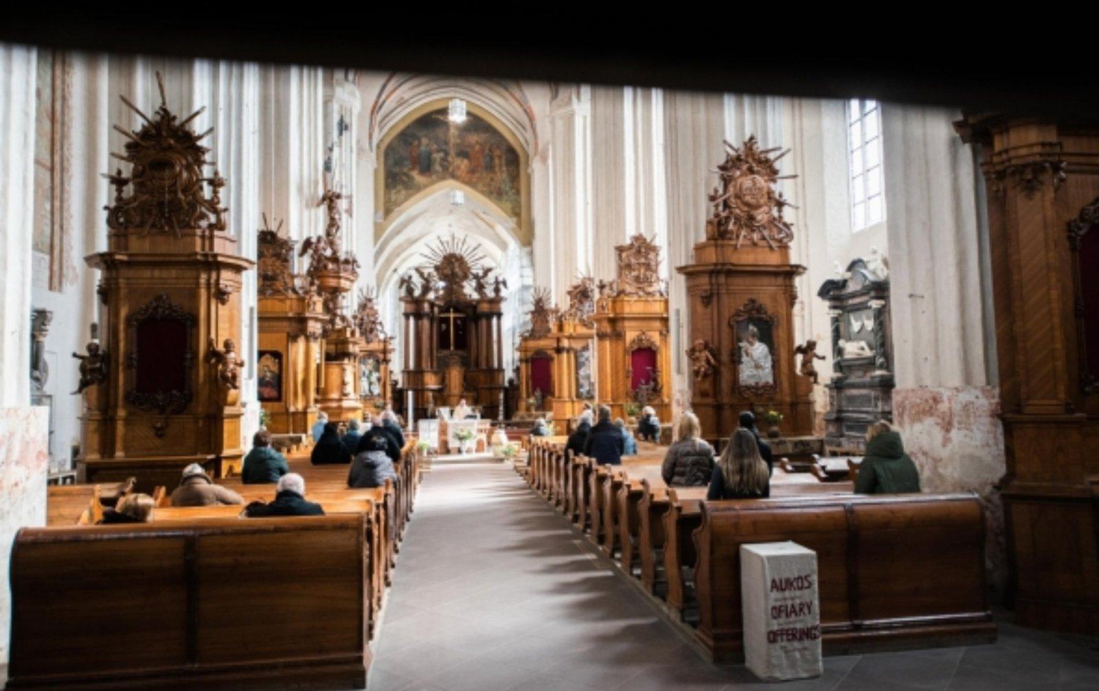 Pamaldos bažnyčiose vėl vyks dalyvaujant tikintiesiems