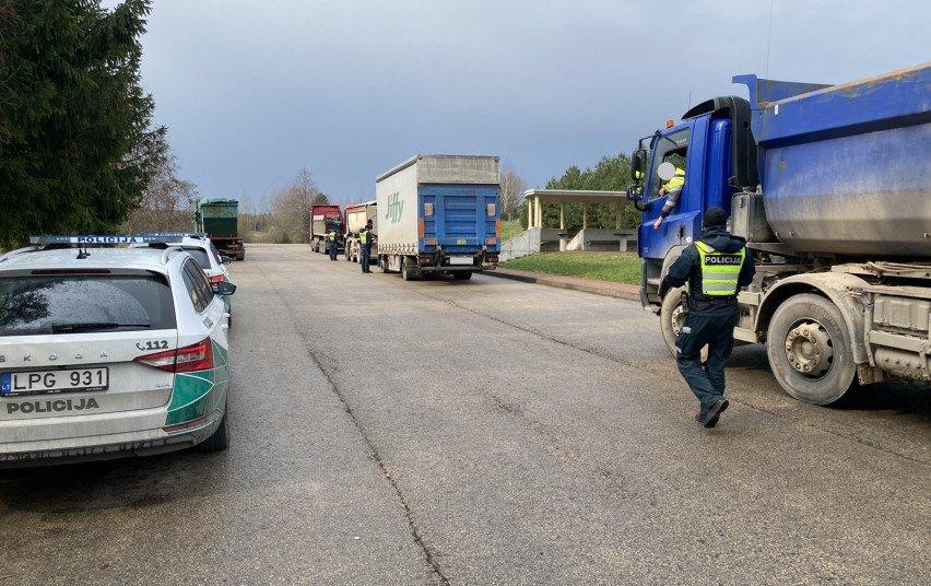 Kuriozas Kauno rajone: greitį viršijęs neblaivus vairuotojas aiškino vykęs į policijos komisariatą