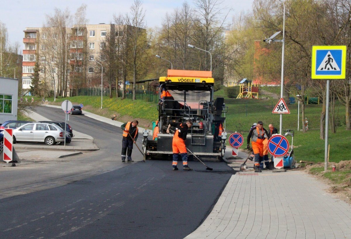 Pokyčiai Marijampolėje: Uosupio gatvėje klojamas naujas asfaltas