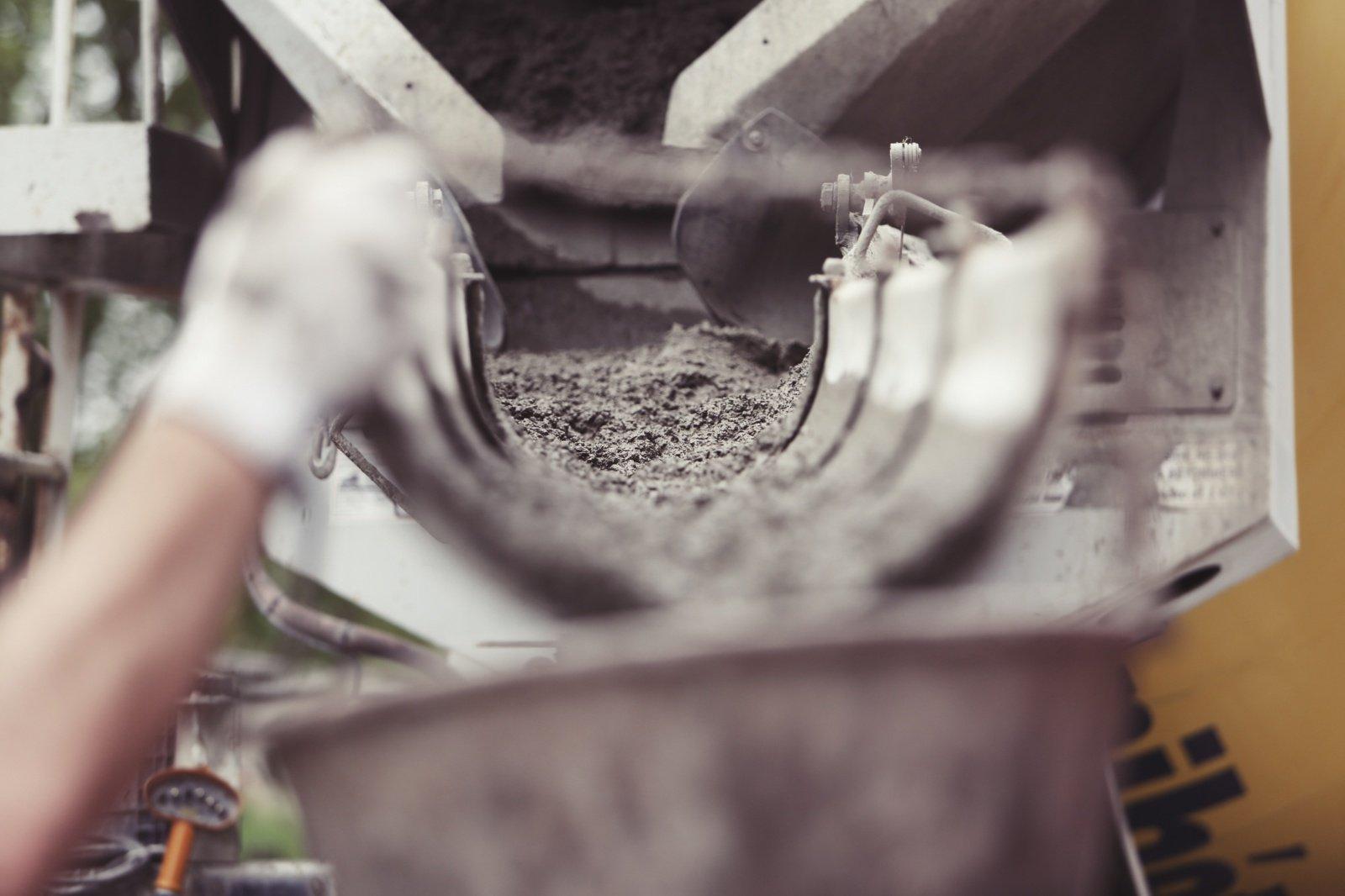"""""""Akmenės cemento"""" vadovas: cemento vartojimas Lietuvoje pernai smuko 5–7 proc."""