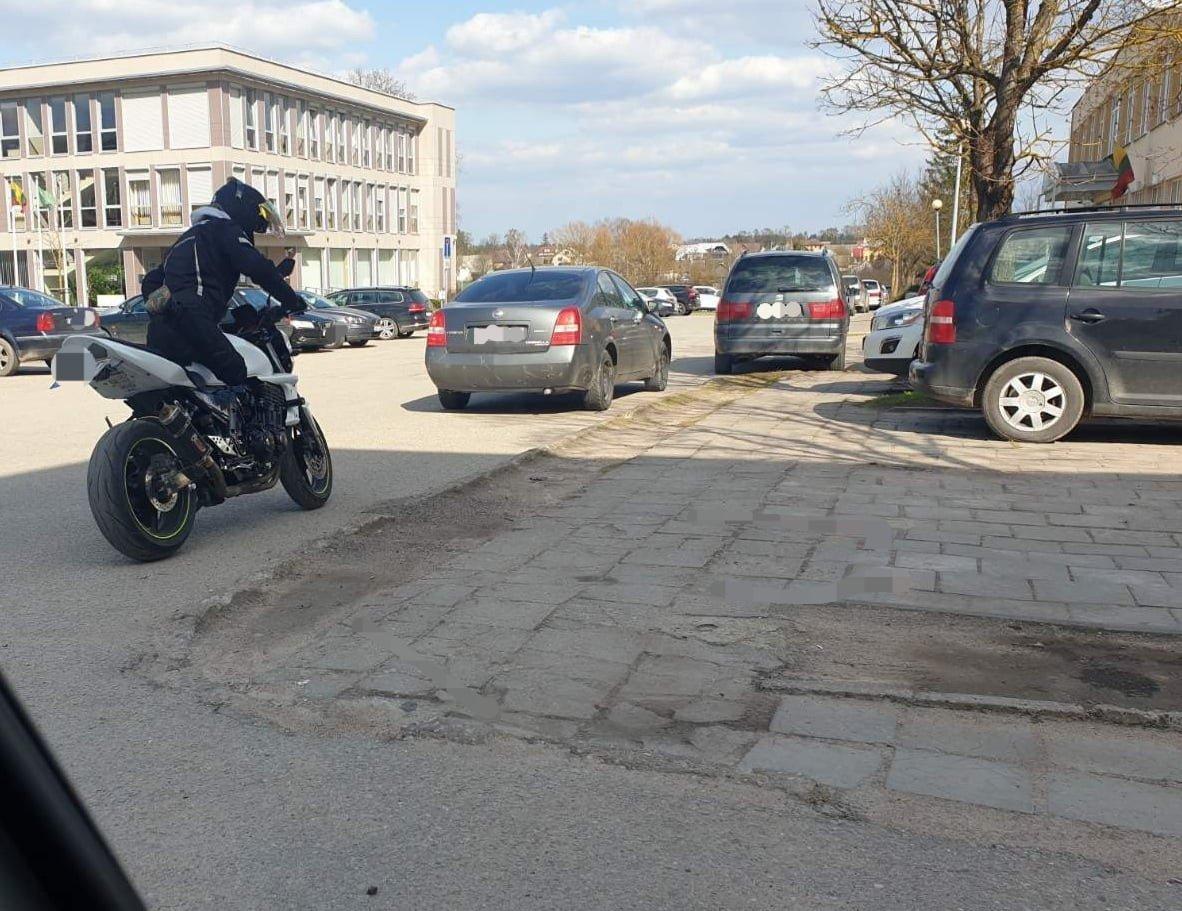Šalčininkų rajone greitį viršiję motociklininkai neteks teisės vairuoti