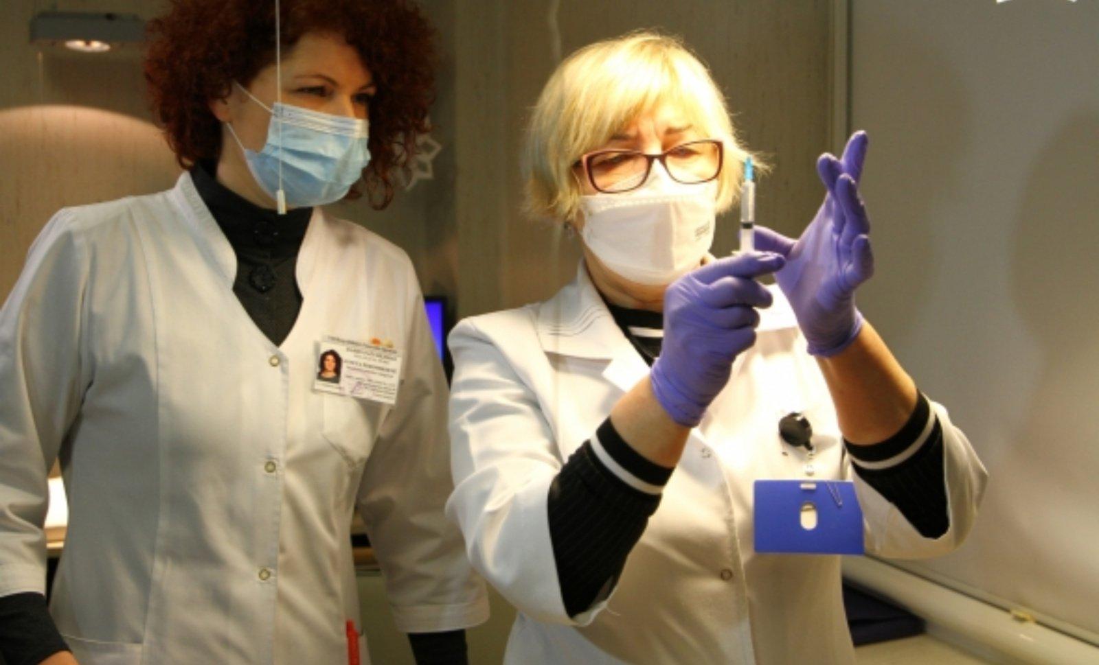 """""""BioNTech"""" tikisi, kad jos vakcina nuo birželio bus leista skiepyti 12–15 metų vaikus ES"""