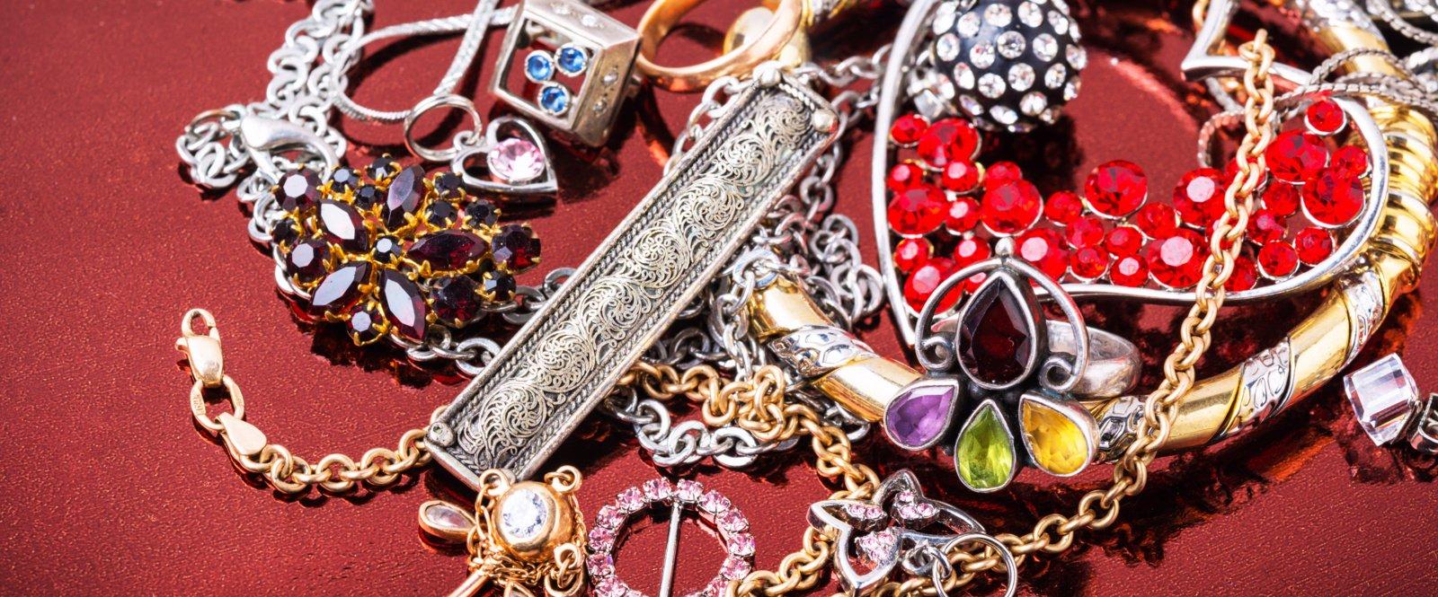 Marijampolėje iš moters namų dingo juvelyriniai dirbiniai
