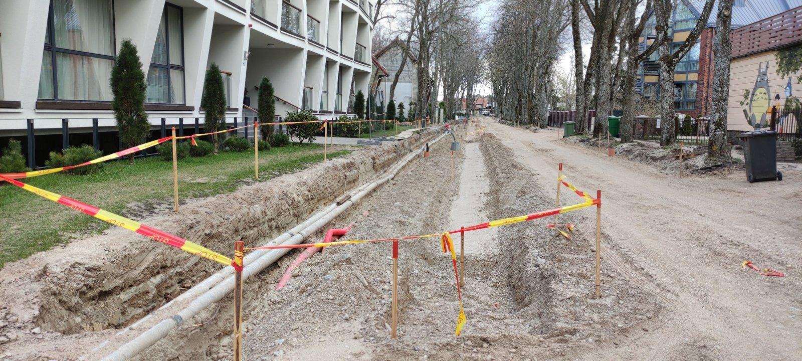 Besitęsiantis J.Simpsono gatvės remontas kelia nerimą verslininkams: ar iki aktyviojo sezono pradžios bus baigti remonto darbai?