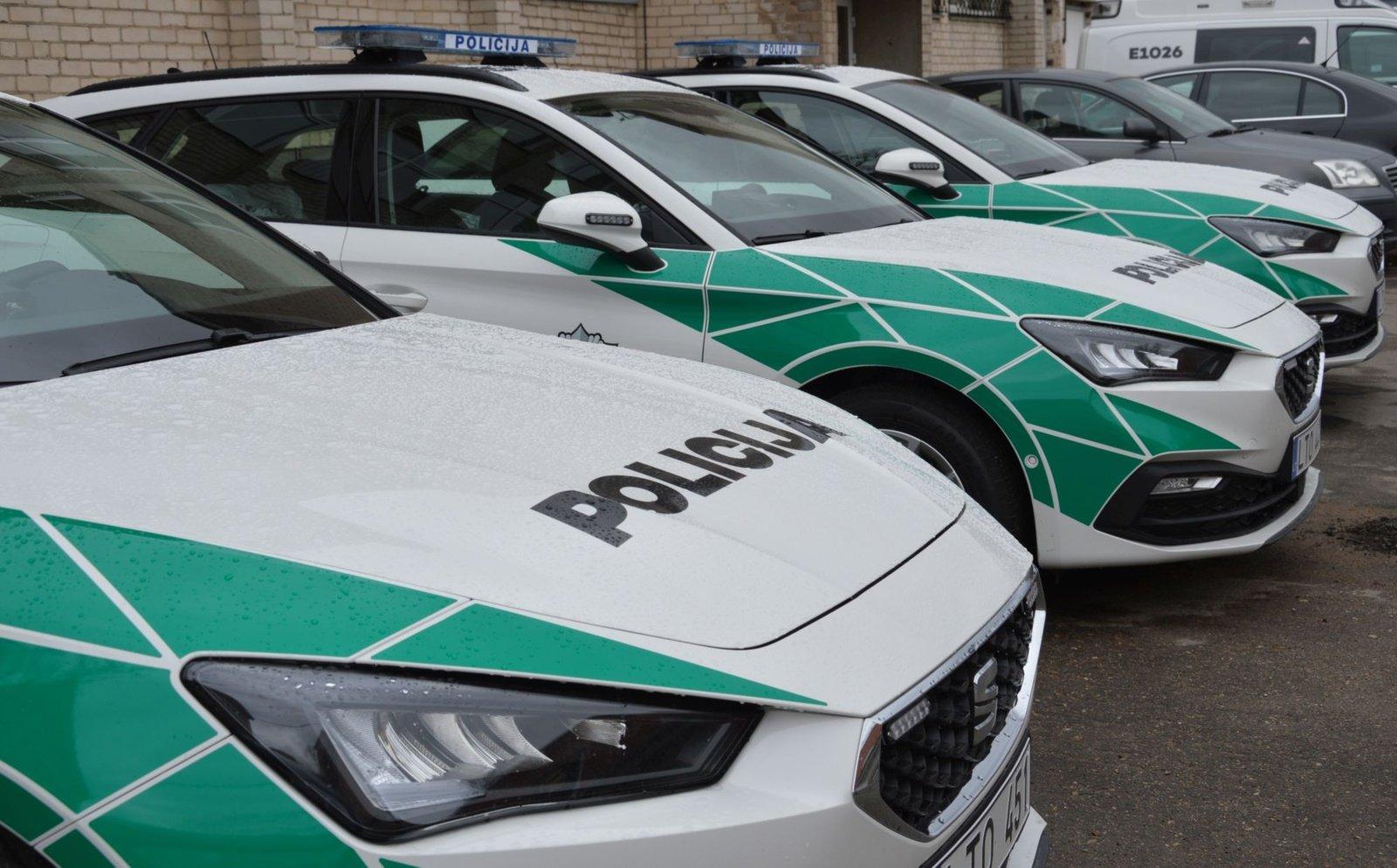 Šiaulių apskrities policijos komisariato automobilių parką papildė12 naujų automobilių