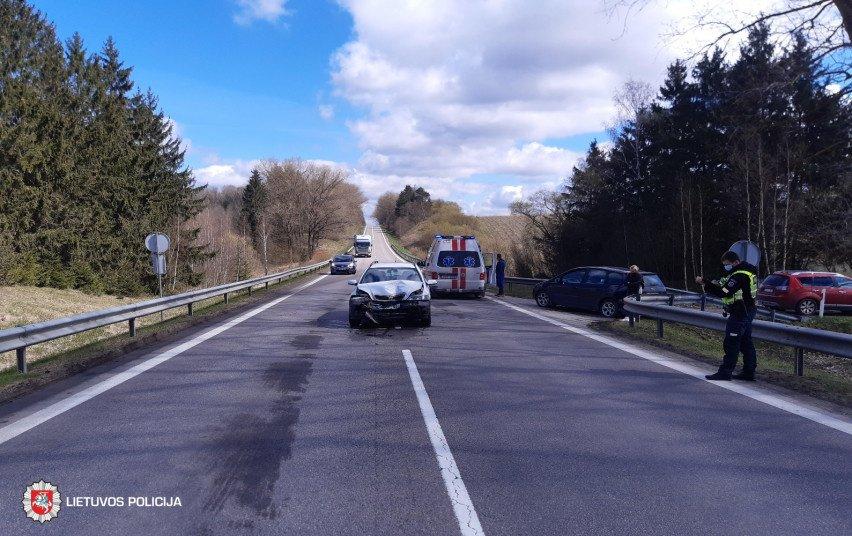 Anykščių rajone susidūrė automobiliai, nukentėjo moteris