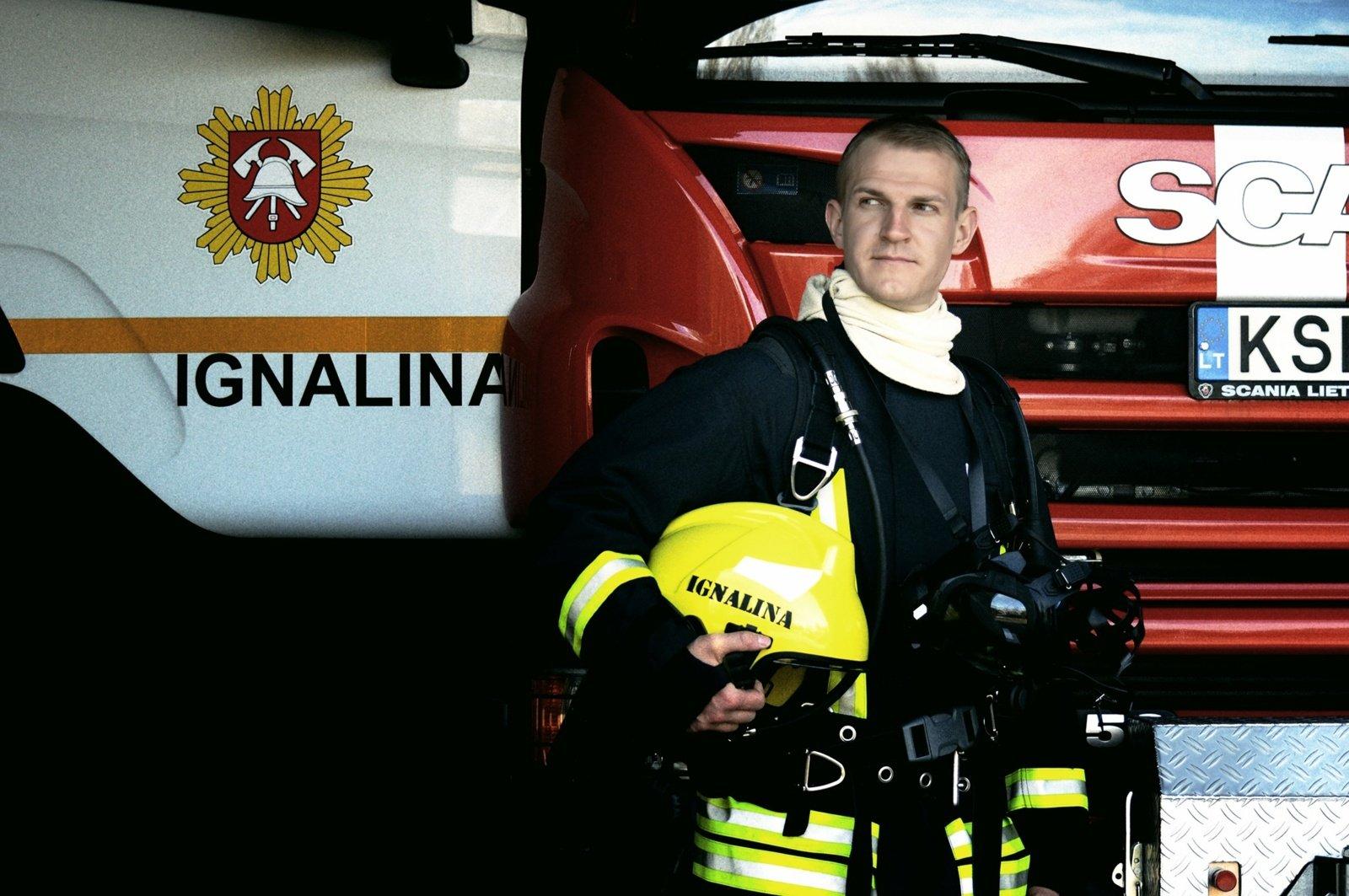 """Ignalinos ugniagesys gelbėtojas Remigijus Michailovas: """"Tarnauti žmonėms, gelbėti jų gyvybes ir turtą man reiškia labai daug"""""""
