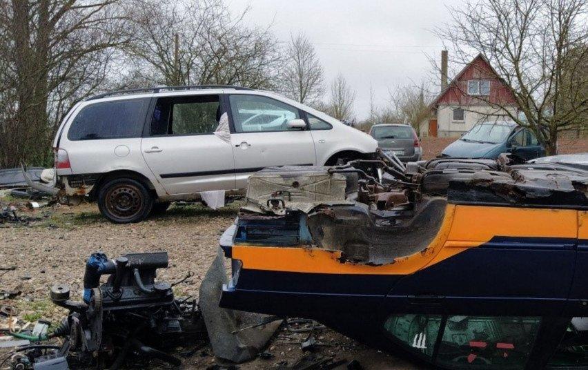 Rokiškyje neteisėtai ardžiusiam automobilius vyrui gresia 1500 eurų bauda