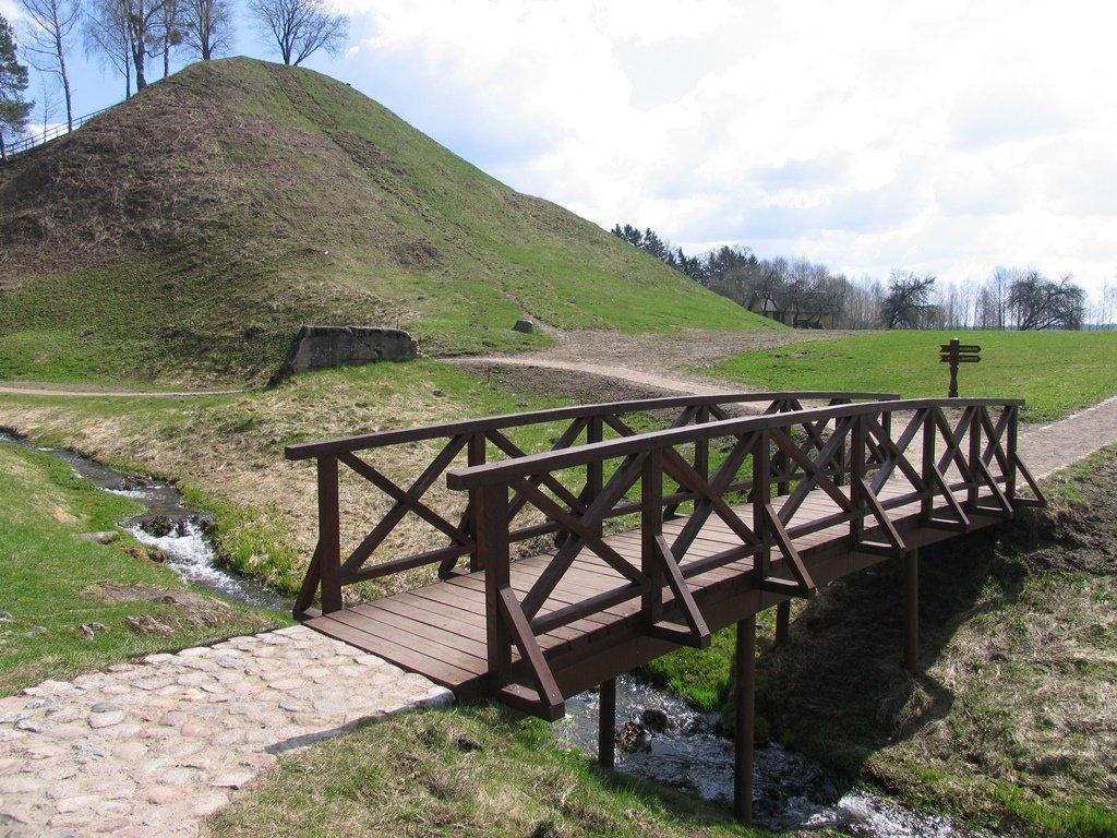 Atsinaujino Merkinės piliakalnis