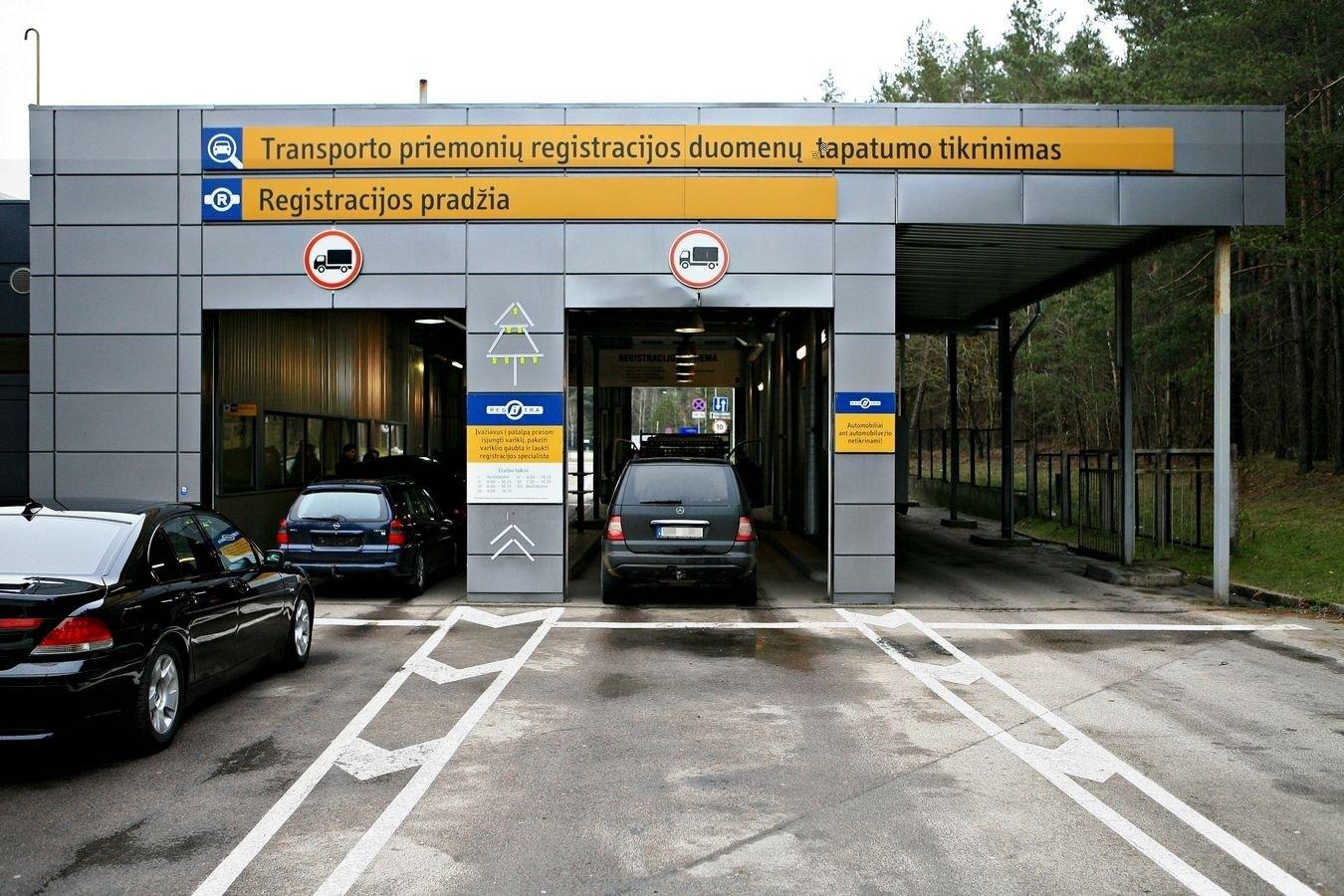 """Utenos """"Regitroje"""" bandyta užregistruoti Suomijoje ieškomą motociklą"""