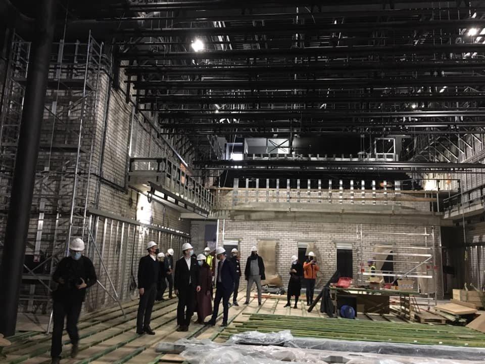 Premjerė apžiūrėjo rekonstruojamą Nacionalinį dramos teatrą