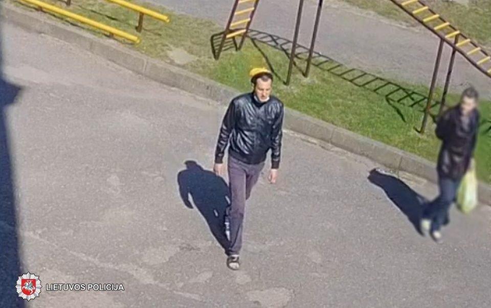 Panevėžio policija ieško automobilio stiklą išdaužiusio vyro