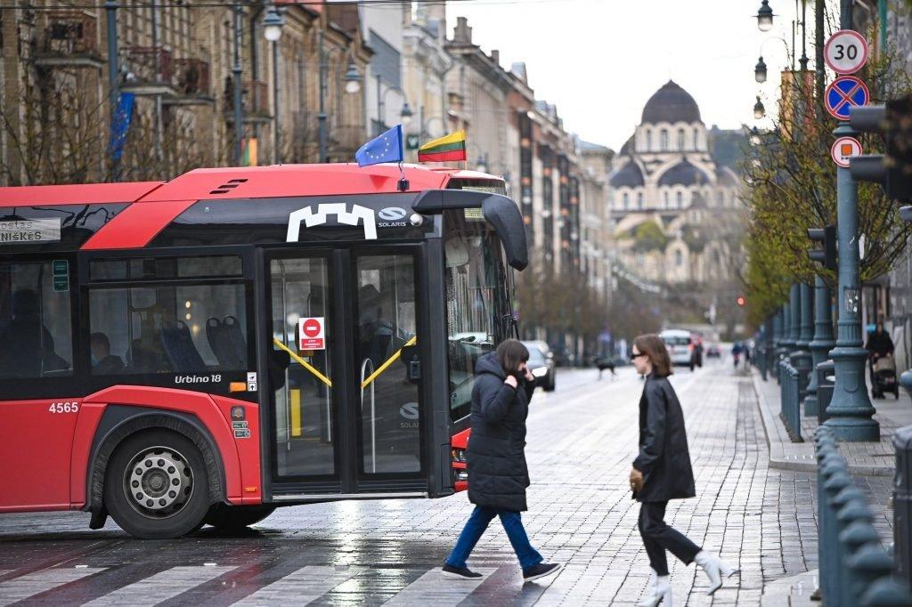 Vilniečiai grįžta į viešąjį transportą – autobusai važiuos dažniau, patogesni tvarkaraščiai mokykloms