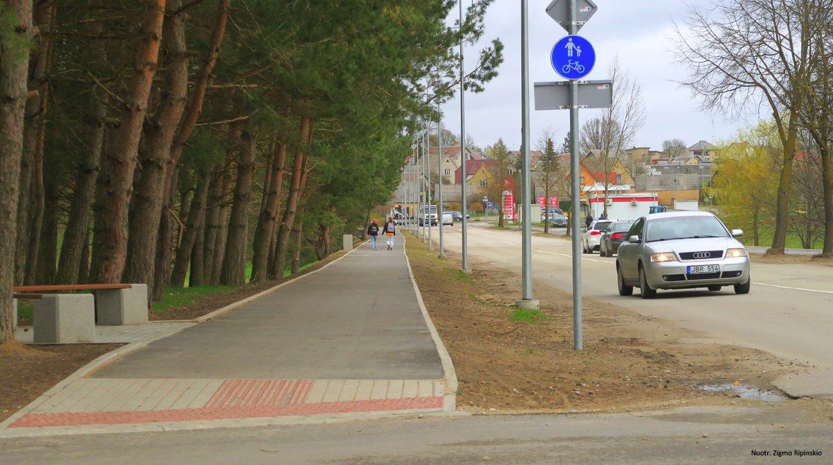 Kuršėnuose baigiami rekonstruoti Daugėlių gatvės pėsčiųjų–dviračių takai