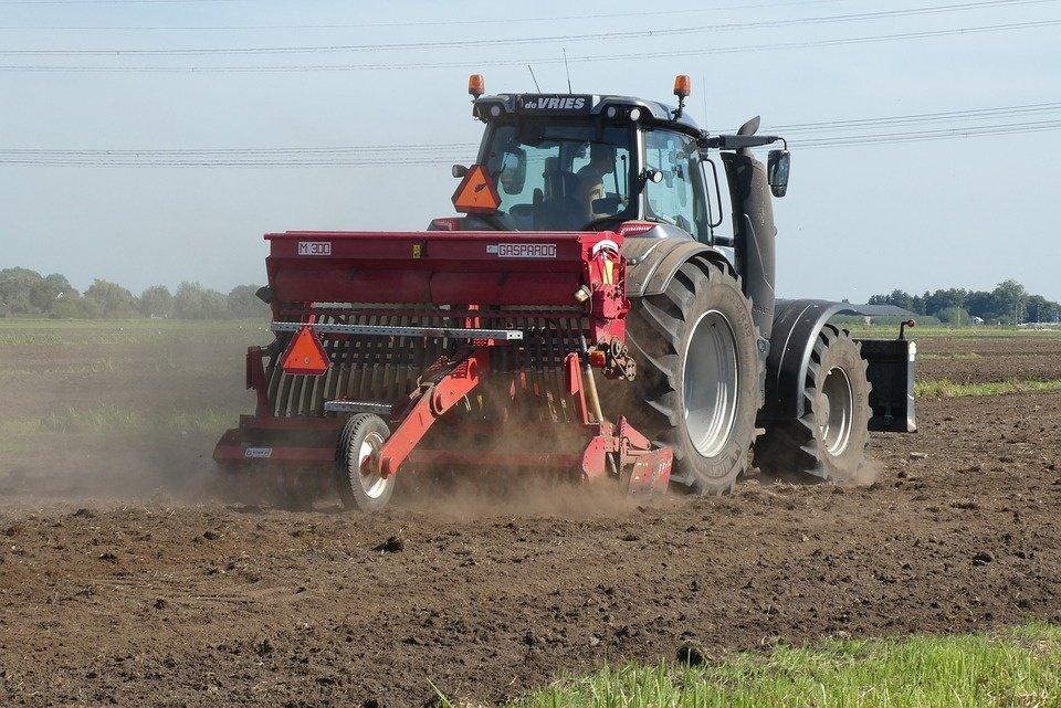 Širvintų rajone neblaivus vyras vairavo traktorių