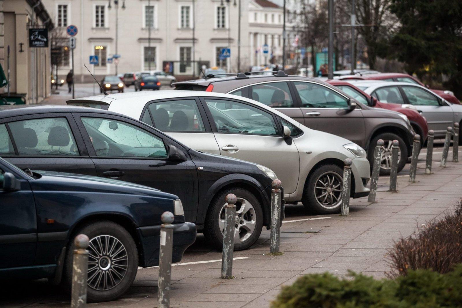 Vilniuje – mažiau rezervuotų parkavimo vietų ir daugiau būdų atsiskaityti už stovėjimą