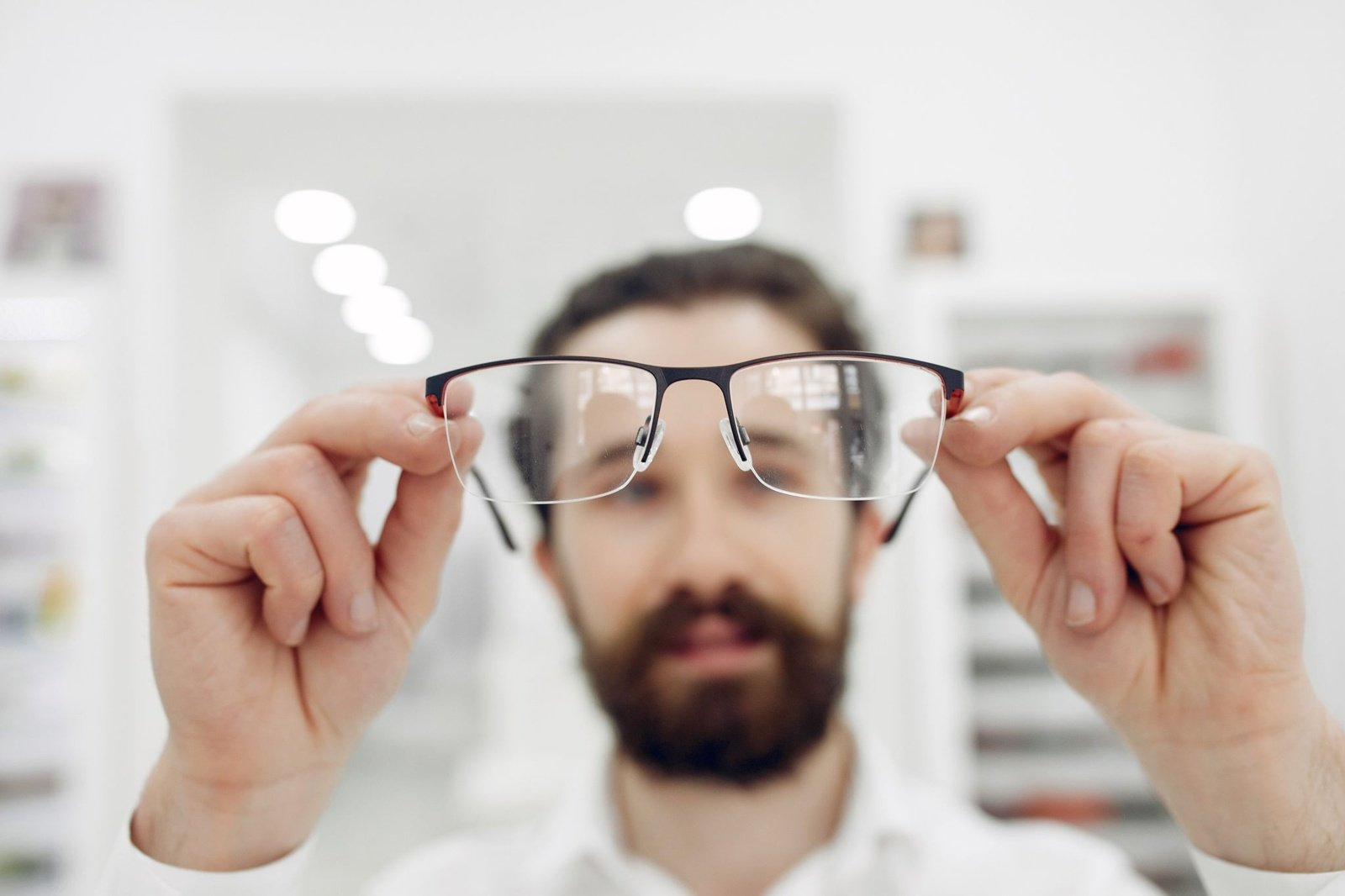 Paprastas testas parodys, ar jums reikalingi akiniai (vaizdo įrašas)