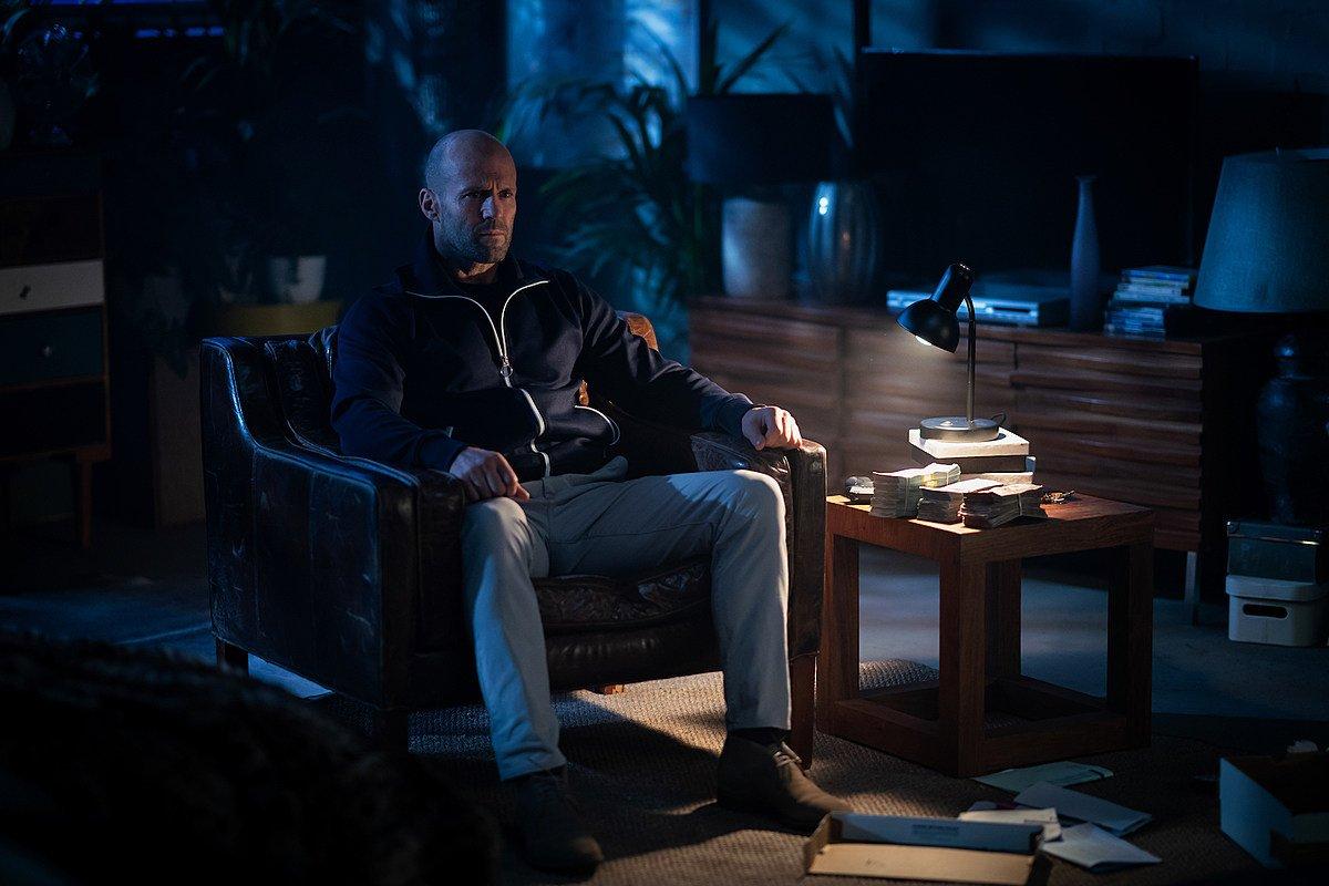"""Filmo apžvalga: """"Vyriškas įniršis"""" (2021)"""