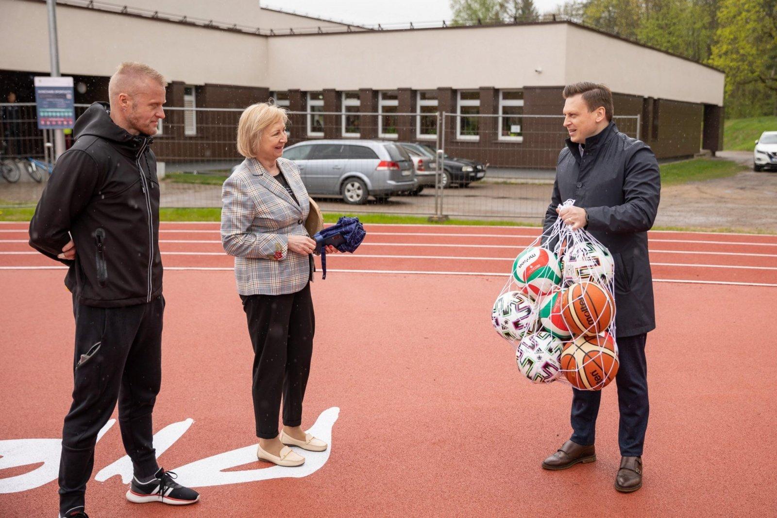 Trakų Vokėje atveriamas atnaujintas gimnazijos stadionas