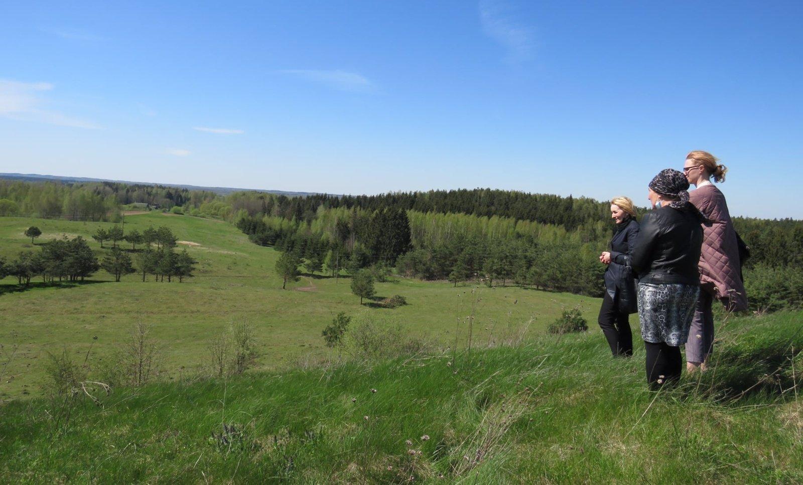 Einoronių piliakalnis bus pasiekiamas ir matomas