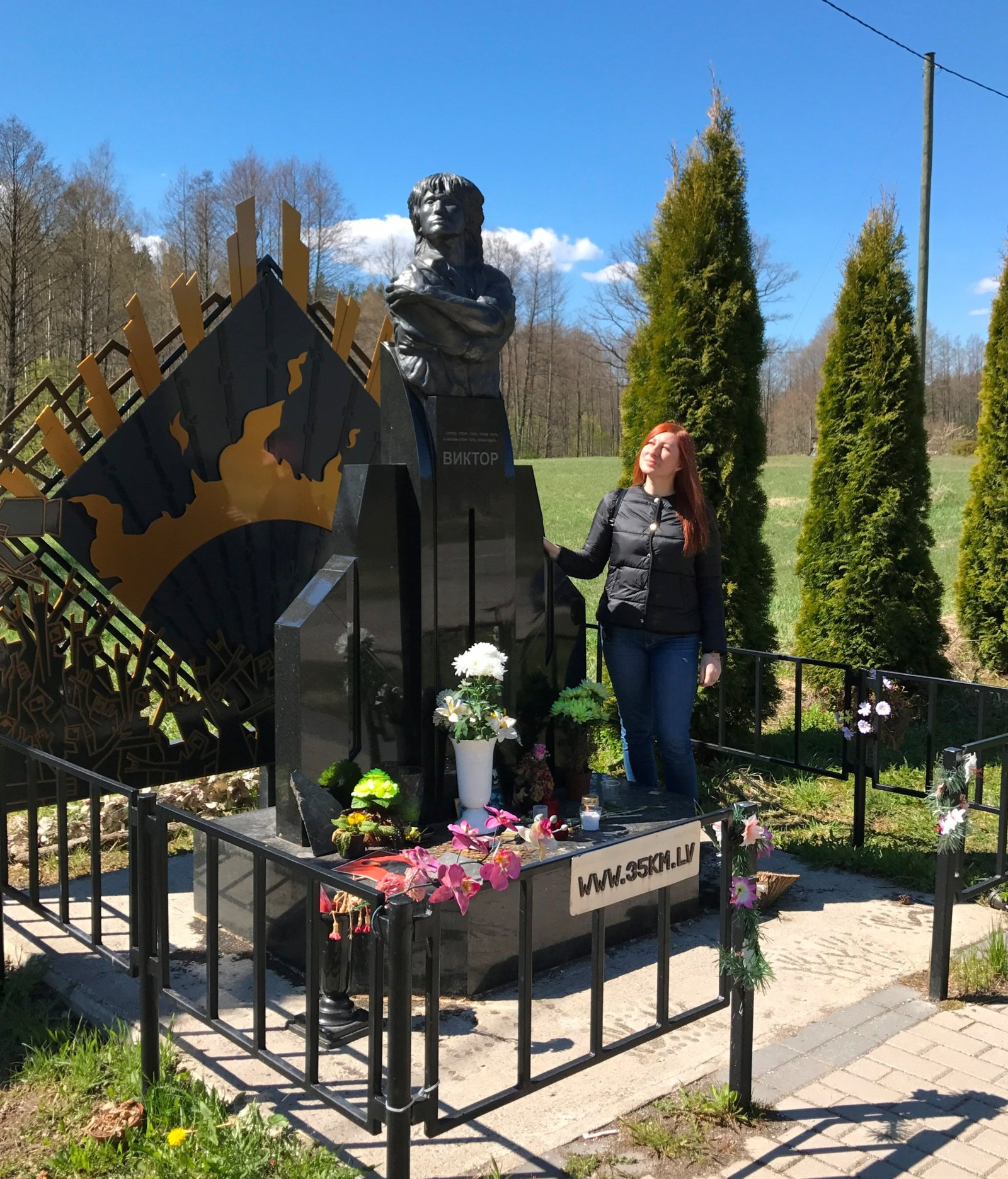 Prie legendinio roko muzikanto atminimo įamžinimo prisidėjo ir Joniškio akmens meistrai