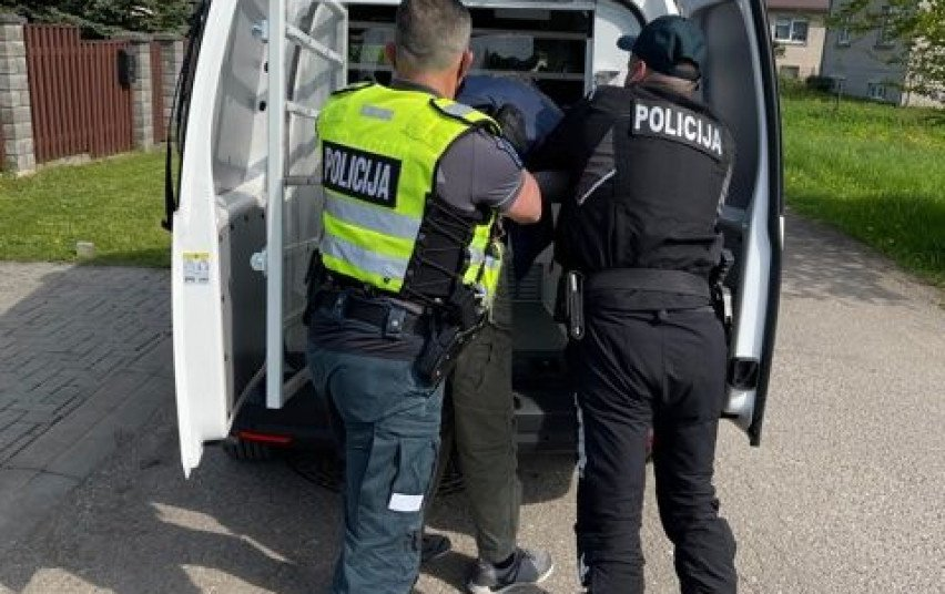 Jonavos gatvėse policijai įkliuvo savaitės lakstūnas