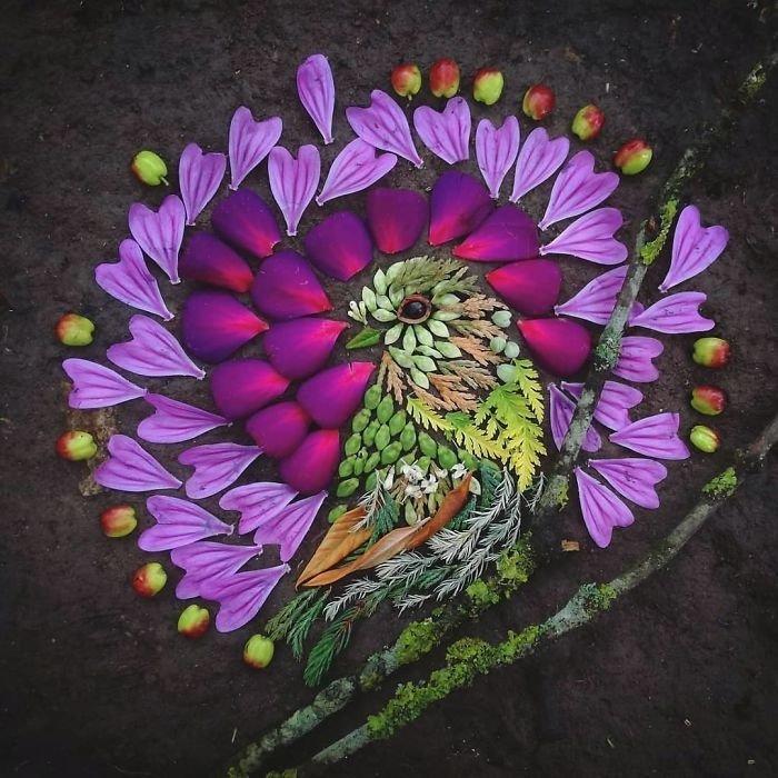 Gamtoje randama statybinė  medžiaga virsta į  margaspalvius paukštelius