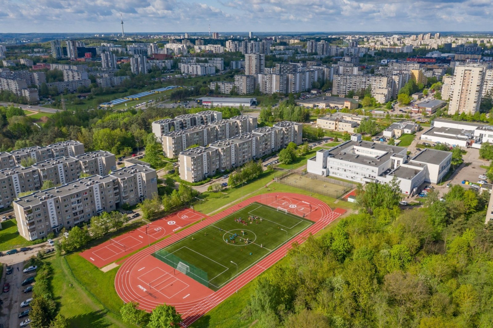 Sostinės Fabijoniškių mikrorajone atveriamas atnaujintas stadionas