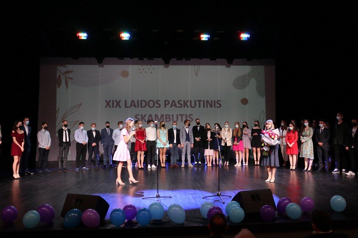 Ignalinos gimnazijos XIX Iaida atsisveikina su mokykla ir mokytojais