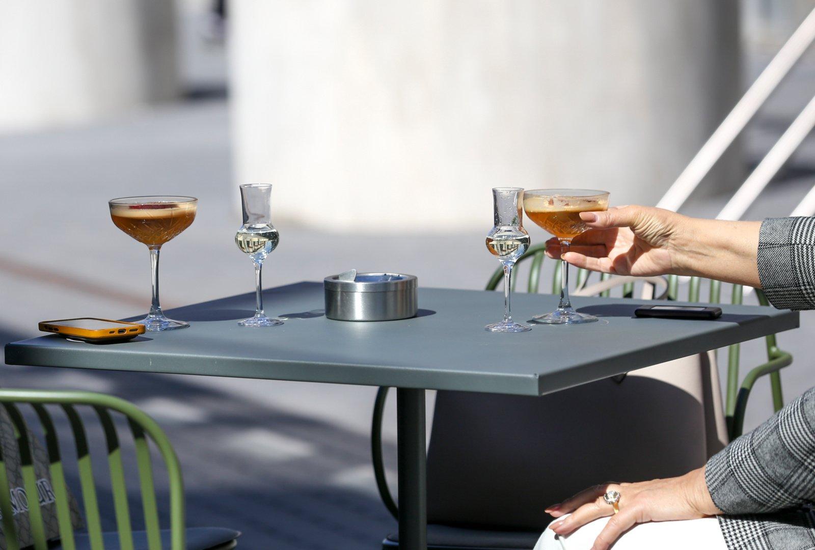 Seimas: sprendimai dėl amžiaus, nuo kada galima vartoti alkoholį, prekybos laiko – rudenį