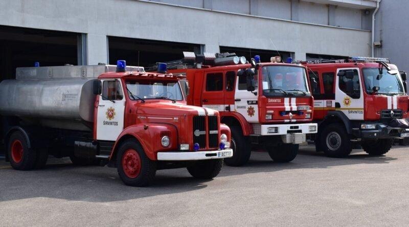 Ugniagesiai gesino traktorių, pagelbėjo medikams