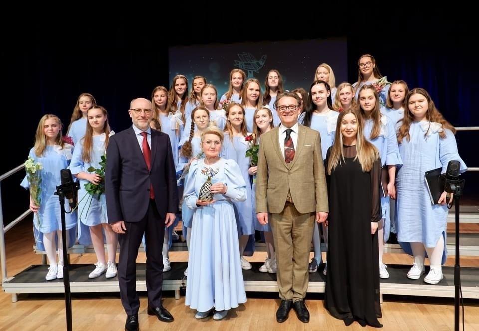 Vlado Jakubėno muzikos mokyklos vyresniųjų mergaičių chorui – Aukso paukštė