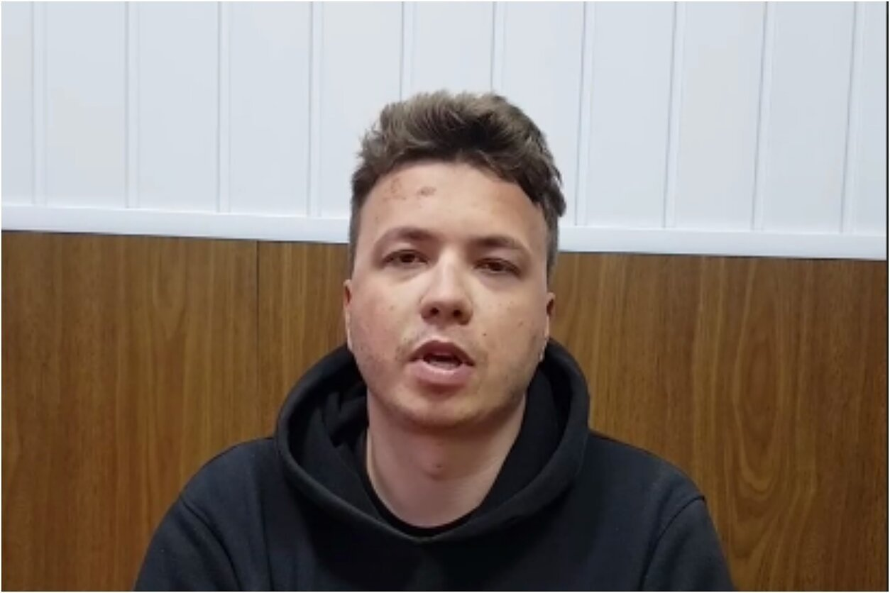 Baltarusijos televizija parodė naują ilgą interviu su sulaikytu R. Pratasevičiumi